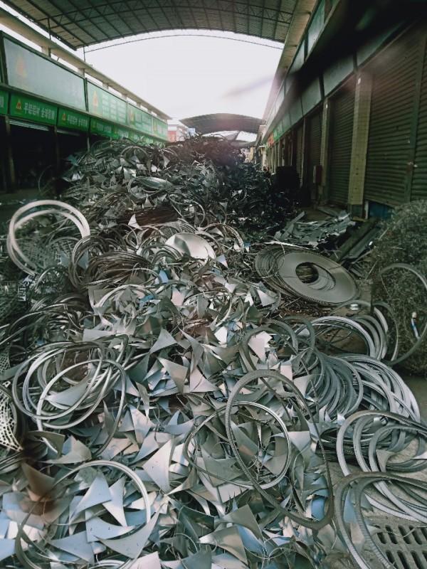 专业回收不锈钢201,202,301,304,316等各种边料,刨丝。