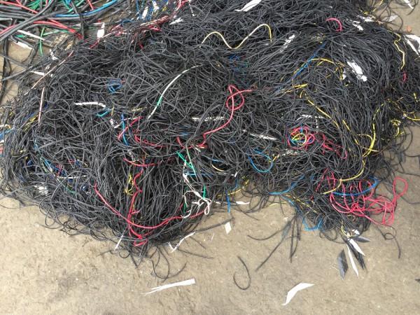 铜米厂专收杂线,平方线,汽车线,插头线,网线,一切含铜货,上门回收,梁生,15811711729