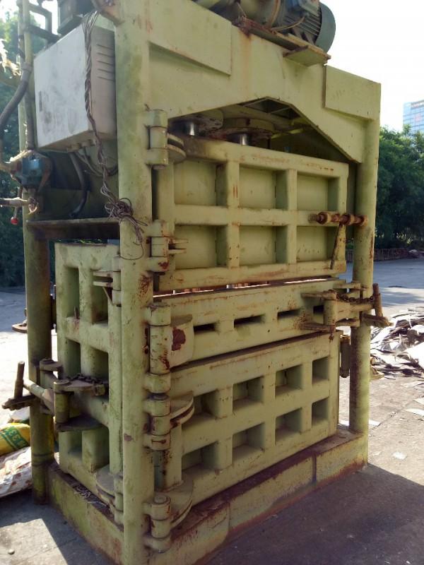 200吨科上1米五大口机,实心柱,只打过几百吨料,手快就有。