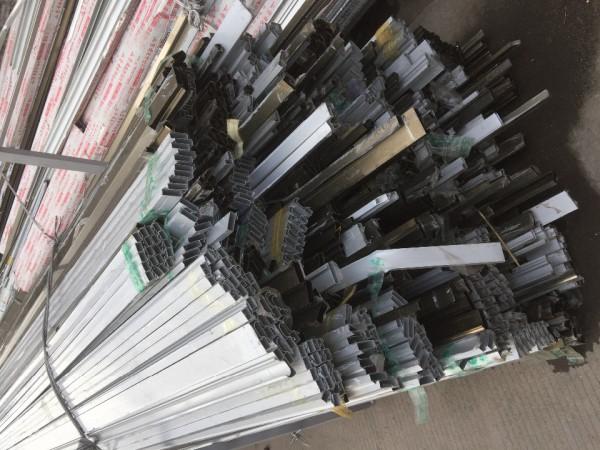 大量回收各类厂货金属制品材料