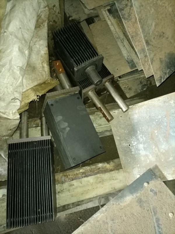 大量高价回收成品黑色钛板和钛网