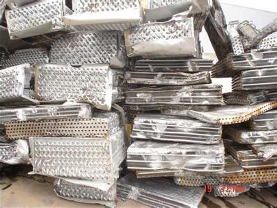 长期高价收购废旧直板铜铝水箱