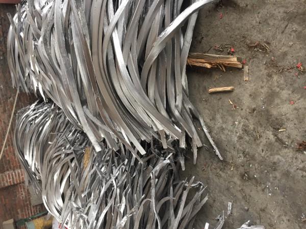 电解铅条出售,每条10公斤重,1.5米长。有需要的欢迎来电13828500544