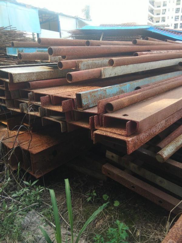 大量回收库存旧槽钢,锣纹钢,工字钢,钢管,钢筋头等废钢材。